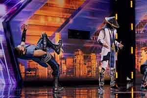 《真人快打》人物现身美国达人秀 一展高难度机械舞