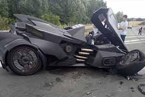 国外网红蝙蝠车法国高速遭车祸损毁 幸无人员伤亡