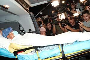 任达华被刺后现身,包裹严实转院香港 工作已全面停止
