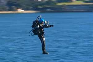 JB-10喷气背包悉尼港试飞演示 这下可以上天了!