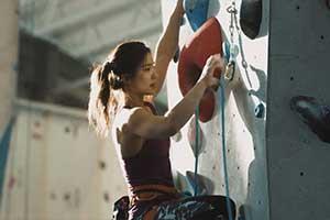 《祖先人类史诗》新视频邀美女攀登运动员体验游戏