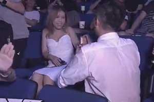 Ti9:观众采访情侣玩家现场求婚:将来一起看Ti29