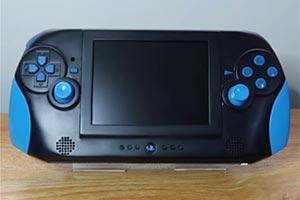 可以带着主机上街玩了!小哥花6年将PS2改装成掌机