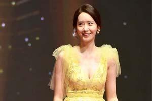 釜山电影节开幕!众女星红毯比美 林允儿长裙灵动