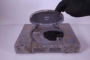旧物修复大神复原初代PlayStation 翻旧如新完美运行