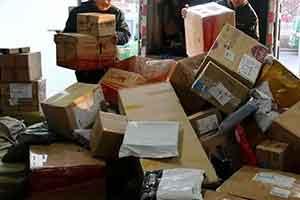 一女子双十一10万元清空购物车 包裹堆积被丈夫送医