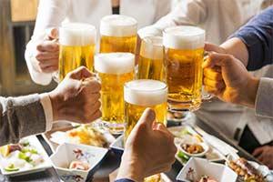 """俄罗斯才排名第七?谁才是全球""""最能喝酒""""的国家?"""