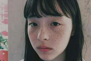 她其貌不扬却火遍日本!睡不醒的混血少女世理奈