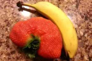 草莓竟比香蕉大!四黄蛋见过吗?吃货们分享惊喜时刻
