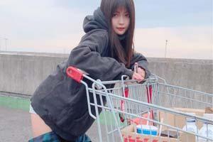 难得的正经福利!日本正妹穿的靴子像脱了一半的裤子