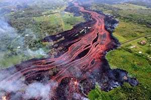 熔岩横扫 田野寸草不生!惊人照片展示大自然毁灭力量