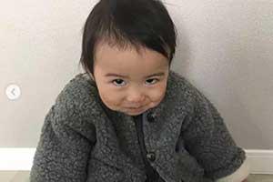 """日本一年轻妈妈每天狂晒女儿""""丑照"""" 画风令人笑炸!"""