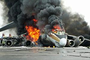 空难现场惨不忍睹 坐飞机遇到这些情况就没救了?!
