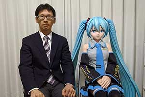 日本宅男X初音的婚后生活甜蜜 记者:想XO时,咋整?