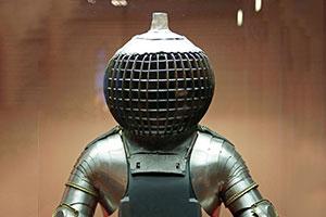 上世纪的邪典盔甲令人胆寒 这13样装备竟然都被使用过