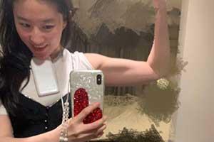 刘亦菲微博晒健身照秀身材 肌肉、马甲线纤细又健康