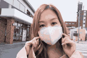 """日本内衣厂商引热议:网络梗图""""胸罩口罩""""量产了!"""
