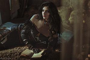 俄妹COS《巫师》叶奈法:长腿御姐香肩美背性感出境