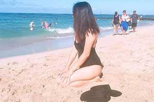 小姐姐在沙滩大玩性感飘浮!23张神奇的错觉照片!