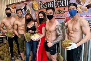 每天一个致富小妙招!泰国猛男光膀子卖榴莲生意火爆