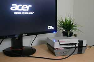 国外小哥竟然用任天堂8位机外壳组装了一台游戏PC!