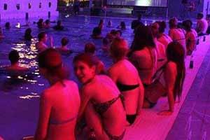 冰岛电影院的姑娘穿着太暴露了!19张照片让你涨知识