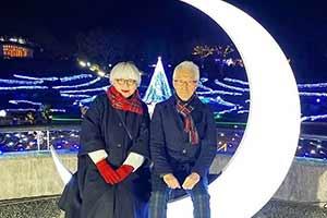 虐哭无数年轻单身狗!日本一对老夫妻穿了40年情侣装