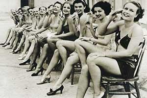 少女们大胆露出 集体比基尼真空上阵!罕见的历史照片