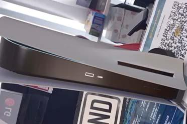 """索尼PS5主机视频实拍 亚光漆色的身板有点""""巨大""""!"""