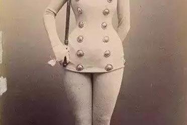 英国女警下身不穿裤子 大玩制服诱惑?珍贵的历史照片