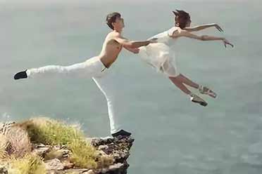 用生命在跳舞的惊悚时分!23张毫无违和感的创意照片