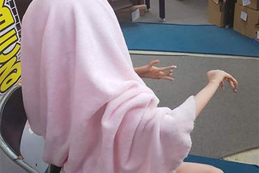 僵尸?怪物?老化的充气娃娃手脚扭曲变形太猎奇
