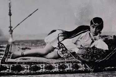 1912年波斯少女优雅侧躺 大腿修长!15张珍贵历史照片