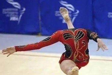 体操美少女头部惊悚消失!绝对没有PS过的真实照片!