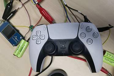 网友曝PS5手柄上手图 电池容量更大按键反馈更舒适