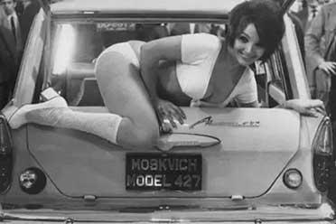 第一代少女车模大秀性感身姿!21张罕见的历史照片!