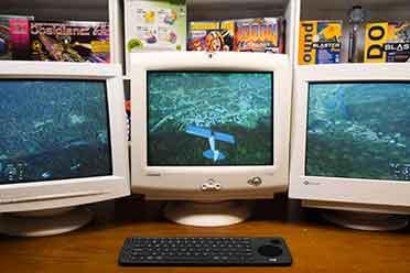 三屏老式CRT显示器畅玩《微软飞行模拟》 复古的滋味