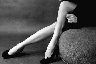 玛琳·黛德丽雪白美腿让人浮想联翩!珍贵的历史照片