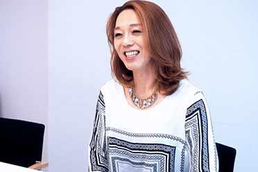 宛如新生?日本一位50岁东大男教授每天化妆穿女装