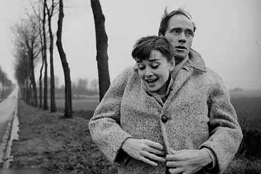 奥黛丽·赫本心甘情愿投入了他的怀抱!珍贵历史照片