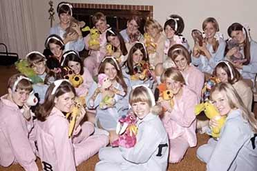 美国少女们的睡衣派对让男人春心荡漾!罕见历史照片