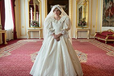 《王冠》第四季发布戴安娜王妃婚纱照!11月正式开播