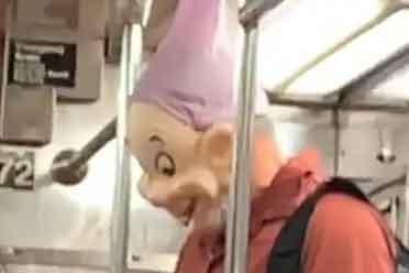 奇怪的生物乱入车厢!这些地铁沙雕日常让你笑到窒息