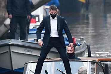 《碟中谍7》曝全新片场照 阿汤哥在水上跳船身手了得