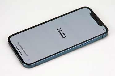 iPhone12又现掉漆门?苹果iPhone12展示机边框掉漆!