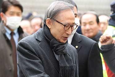 难逃青瓦台魔咒!78岁韩国前总统李明博终审获刑17年