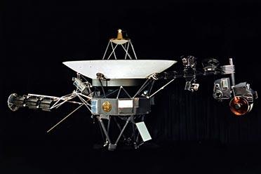 失联长达7个月!NASA与飞出太阳系的旅行者2号重建联系
