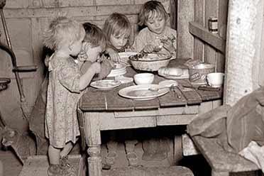 美国大萧条时期的圣诞晚餐如此凄凉!罕见的历史照片