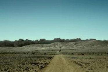 电影版《怪物猎人》公布日版预告 米拉烤肉香喷喷!