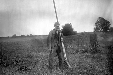 32张罕见的黑科技老照片 同时猎杀50只鸟的超大猎枪